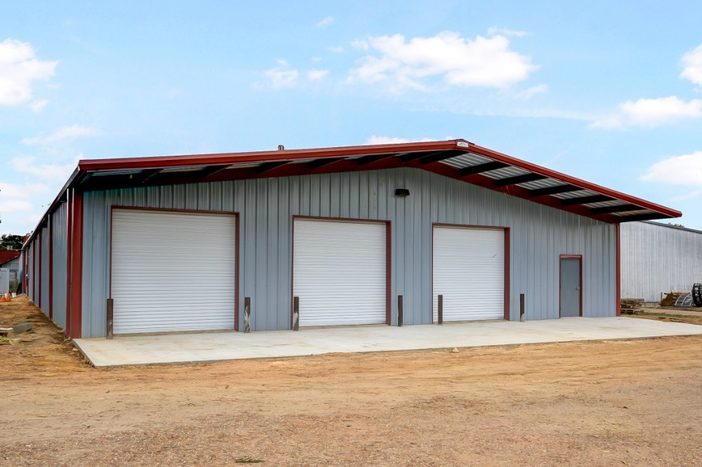 Old Town Gray and Patriot Red 60' x 100' x 12' (W x L x H) Rigid Frame Metal Building - BR-25